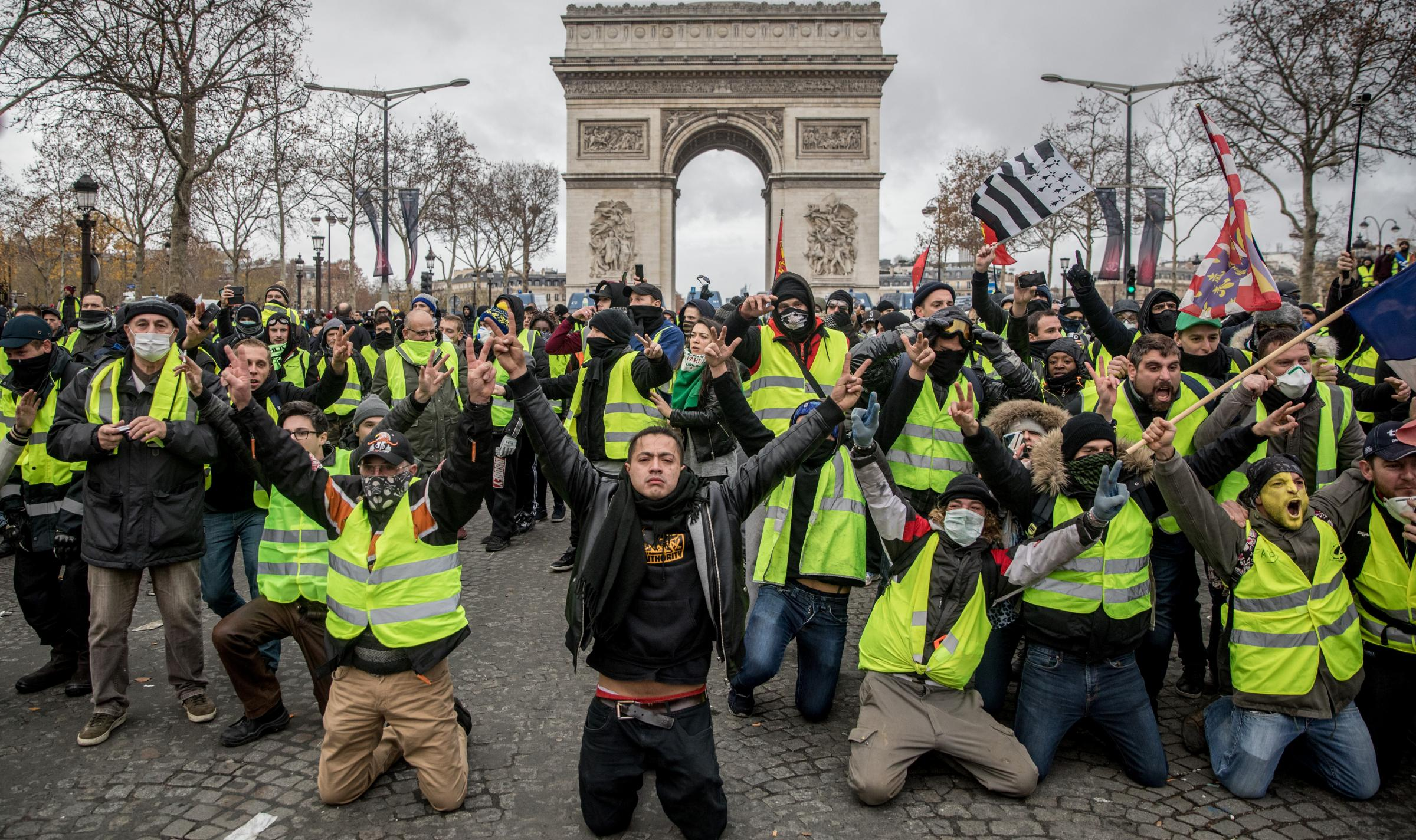 'We should state clearly that we want the yellow vests to win'